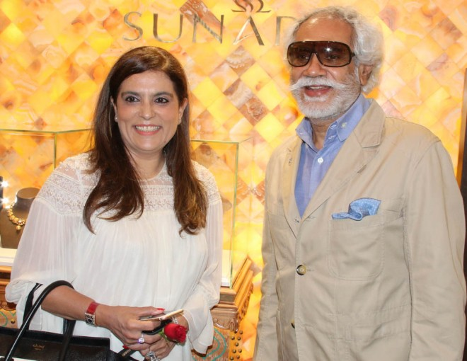 Designer Reynu Taandon and FDCI President Sunil Sethi